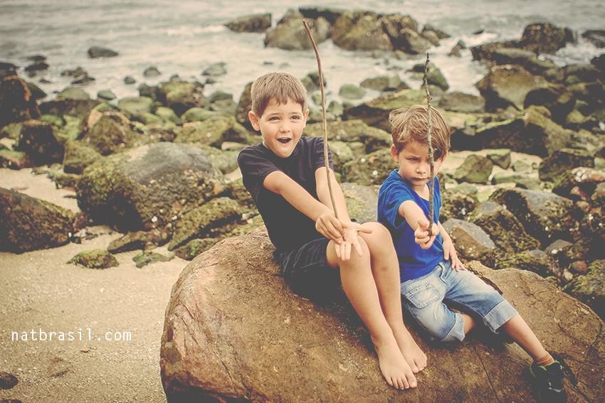 fotografia ensaio infantil crianças florianopolis sambaqui praia primos pequenos mar floresta brincadeiras natbrasil